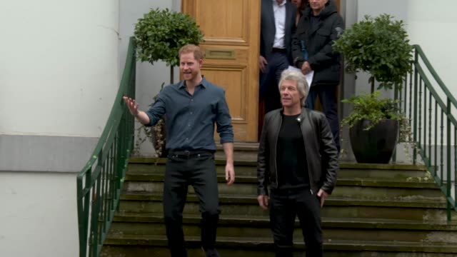 prince harry, the duke of sussex, jon bon jovi at the duke of sussex visits abbey road studios on february 28, 2020 in london, england. - prinz harry stock-videos und b-roll-filmmaterial