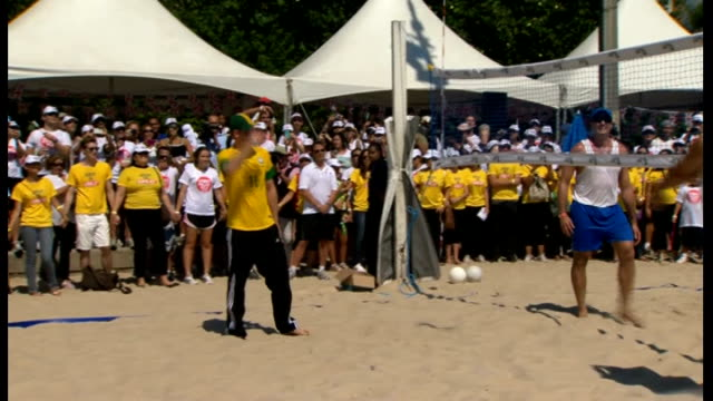 prince harry visit; prince harry cheered by crowd as he plays shot during beach volleyball match - itv weekend late news点の映像素材/bロール