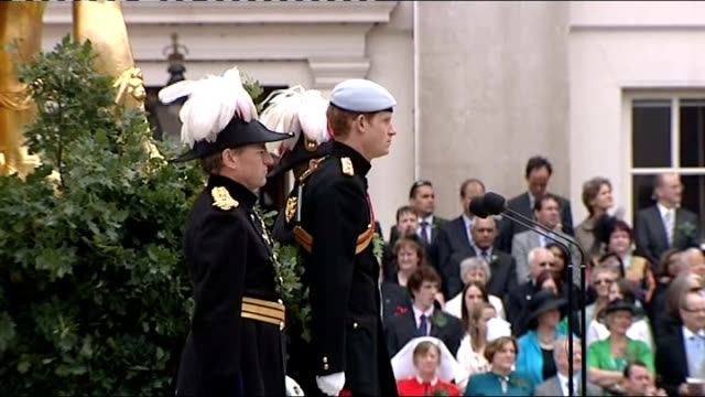 prince harry visits royal hospital chelsea harry on podium as officer calls for pensioners to remove headdress sot pensioners do three cheers for... - headdress stock videos & royalty-free footage