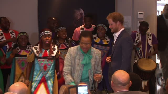 prince harry visits the nelson mandela centre shows interior shots prince harry walking into room applauding performers on december 03 2015 in... - waisenhaus stock-videos und b-roll-filmmaterial