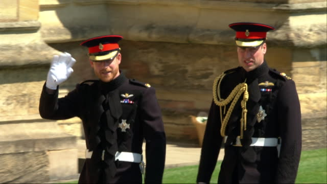 vidéos et rushes de prince harry walks with his brother and best man prince william the duke of cambridge towards windsor castle's st george's chapel on the day of his... - monarchie
