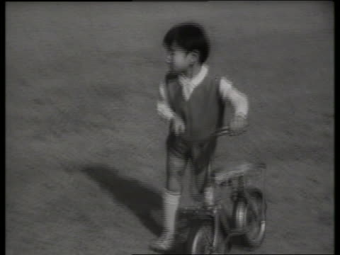 prince hiro of japan with bicycle / 1960's / sound - solo bambini maschi video stock e b–roll