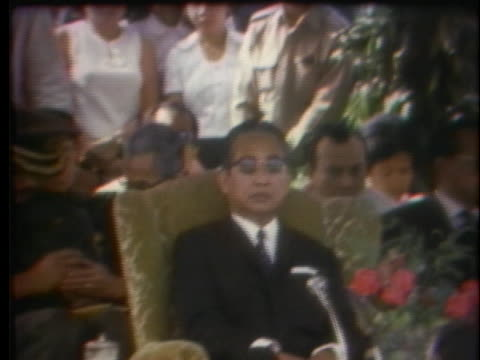 prince norodom sihanouk sits in the shade during welcoming ceremonies in hanoi. - 追放点の映像素材/bロール