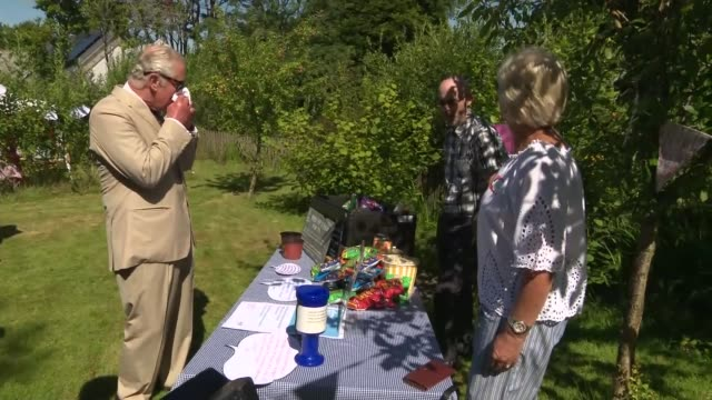 vídeos de stock e filmes b-roll de prince of wales and duchess of cornwall visit treverbyn community hall england cornwall st austell stenalees gvs camilla duchess of cornwall walking... - st austell