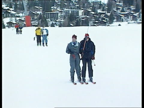 prince of wales and sons skiing holiday itn klosters ext i/c prince charles and prince william along towards on drag lift prince harry and cousin... - vacanza sulla neve video stock e b–roll