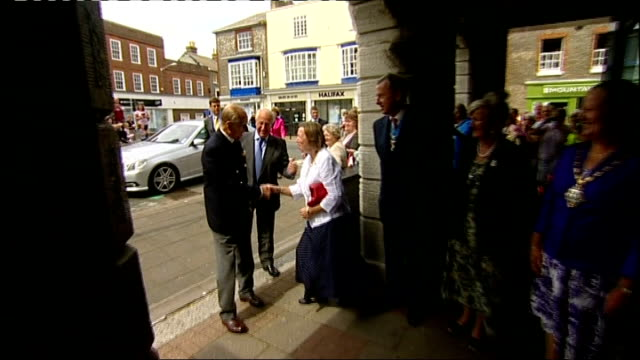 stockvideo's en b-roll-footage met prince philip admitted to hospital after recurrence of bladder infection england hampshire isle of wight cowes ext prince philip duke of edinburgh... - blaas urinewegstelsel