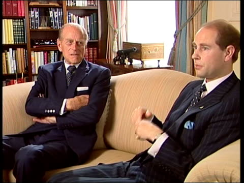 vidéos et rushes de prince philip and prince edward interview on 50th anniversary of duke of edinburgh awards up to them to apply / all we can do is make it available /... - duc d'edimbourg