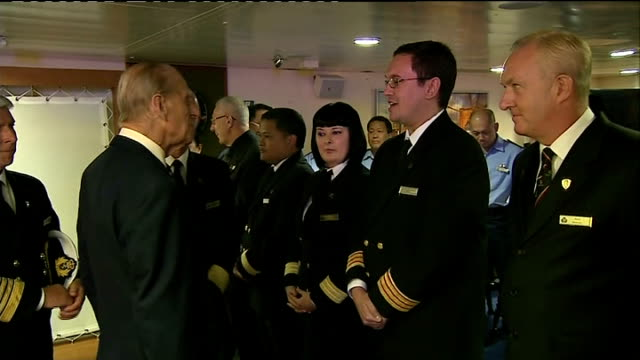 vídeos de stock e filmes b-roll de prince philip attends rms queen mary 2 10th anniversary; england: hampshire: southampton: int **beware flash photography** prince philip along and... - hampshire