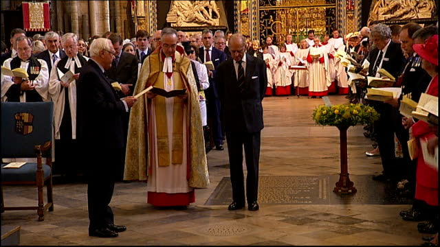prince philip attends service of dedication to admiral arthur philip at westminster abbey philip and clergymen at plaque on floor / philip laying... - 花輪を捧げる点の映像素材/bロール