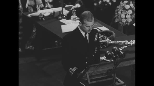 sot prince philip duke of edinburgh accepting the freedom of the city as presented to him by michael wells lord mayor of london at guildhall includes... - prince philip stock videos & royalty-free footage
