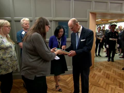 vidéos et rushes de prince philip duke of edinburgh departs richmond adult community college prince philip officially opened the richmond adult community college and was... - collège communautaire