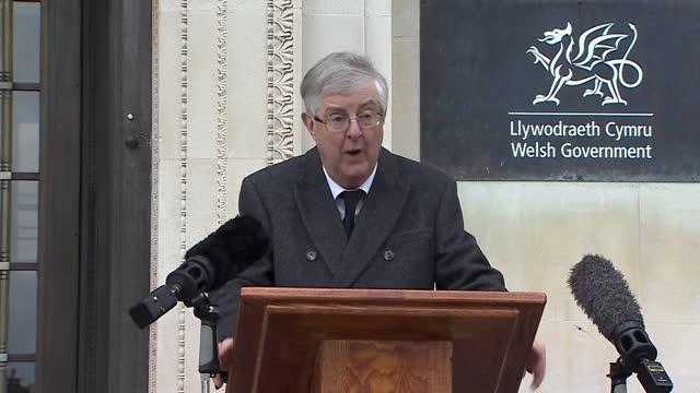 prince philip, duke of edinburgh dies aged 99: mark drakeford statement; wales: cardiff: ext gv mark drakeford up to podium and statement sot . - it... - typisch walisisch stock-videos und b-roll-filmmaterial