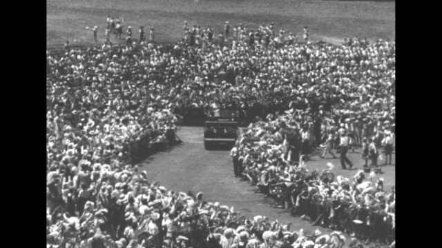 prince philip queen elizabeth ii stand in open car waving as they ride through sydney / car drives through crowd of thousands of school children / ws... - 1954 bildbanksvideor och videomaterial från bakom kulisserna