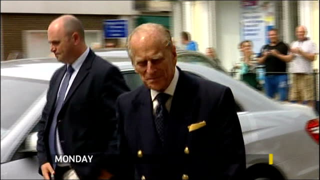 stockvideo's en b-roll-footage met prince philip 'responding well' to treatment for bladder infection lib / t15081207 hampshire isle of wight newport ext prince philip duke of... - blaas urinewegstelsel