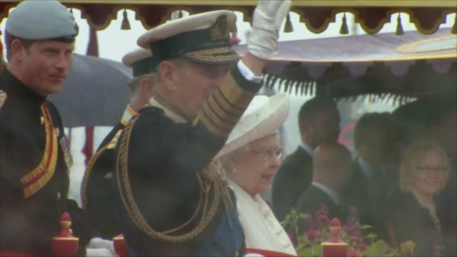 prince philip to step down from public engagements; prince philip to step down from public engagements; tx 3.6.2012 / t03061214 england: london: ext... - fluss themse stock-videos und b-roll-filmmaterial