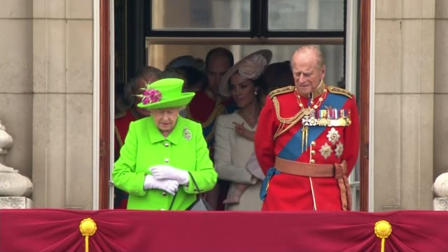 prince philip to step down from public engagements; prince philip to step down from public engagements; 11.6.2016 / r11061622 buckingham palace: ext... - elizabeth ii stock videos & royalty-free footage
