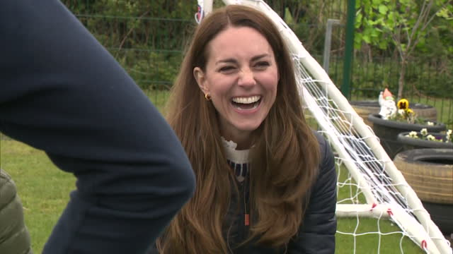 prince william and catherine, duchess of cambridge visiting a charity in darlington - laughing stock videos & royalty-free footage