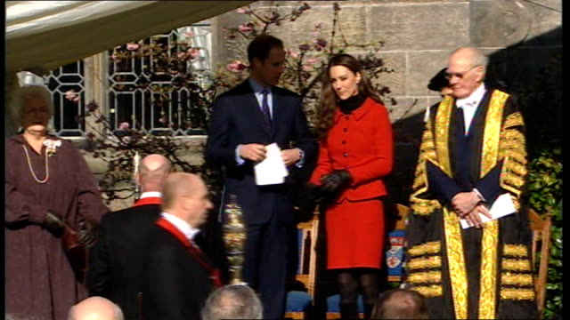 prince william and kate middleton visit st andrews university sir menzies campbell asks william to unveil plaque sot william along and unveils plaque... - sir menzies campbell bildbanksvideor och videomaterial från bakom kulisserna