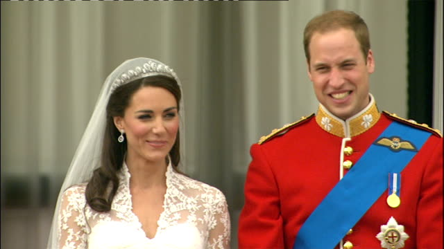 prince william and kate middleton wedding day main events england london buckingham palace ext catherine duchess of cambridge and prince william duke... - prinz william herzog von cambridge stock-videos und b-roll-filmmaterial