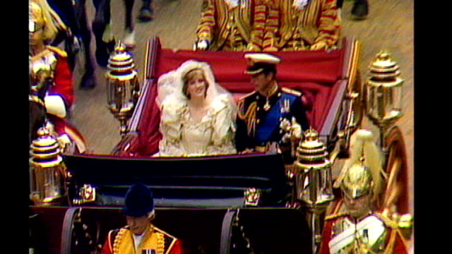 Prince William and Kate Middleton wedding Transport plans 2971981 / AS290781021 / 111239 Charles and Diana Princess of Wales along in State Landau...