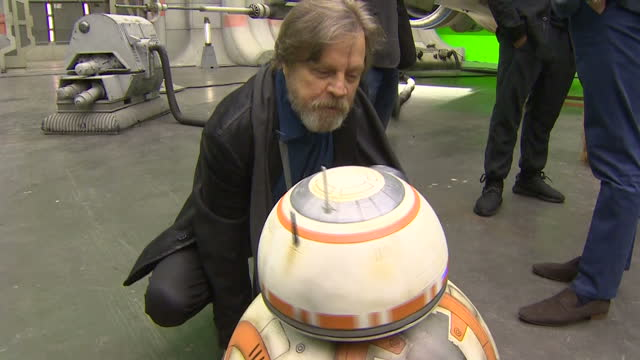 vídeos y material grabado en eventos de stock de prince william and prince harry toured the star wars set and workshops at pinewood studios and met some of the stars of the movies as the the... - mark hamill