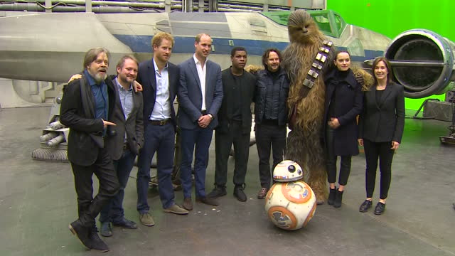 vídeos y material grabado en eventos de stock de prince william and prince harry toured the star wars set and workshops at pinewood studios and met some of the stars of the movies shows prince... - mark hamill