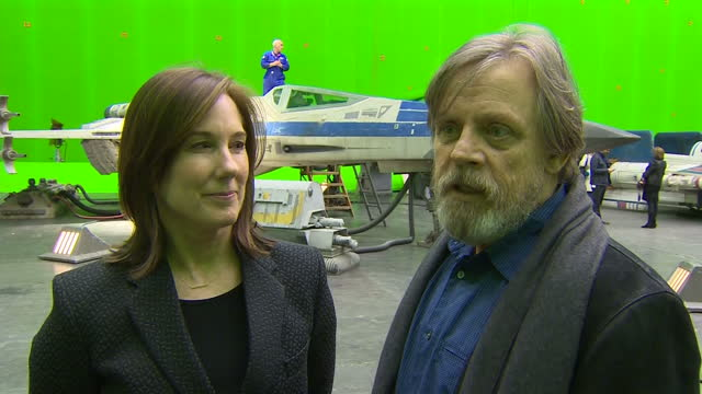 vídeos y material grabado en eventos de stock de prince william and prince harry toured the star wars set and workshops at pinewood studios and met some of the stars of the movies interviews with... - mark hamill