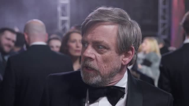 vidéos et rushes de prince william and prince harry walk the red carpet of the premiere of star wars the last jedi interviews with mark hamill daisy ridley rian johnson... - star wars titre d'œuvre