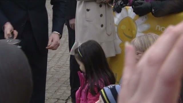 vidéos et rushes de prince william chatting to little girl on visit to belafst on shrove tuesday - mardi gras fête religieuse