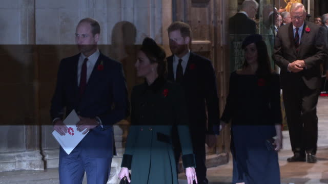 stockvideo's en b-roll-footage met prince william, duke of cambridge and catherine, duchess of cambridge followed by prince harry, duke of sussex and meghan, duchess of sussex leave... - westminster abbey