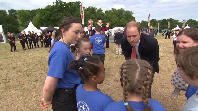 vídeos de stock e filmes b-roll de prince william duke of cambridge meeting and talking to group of school children who are due to perform later on at magna carta anniversary ceremony... - magna carta documento histórico