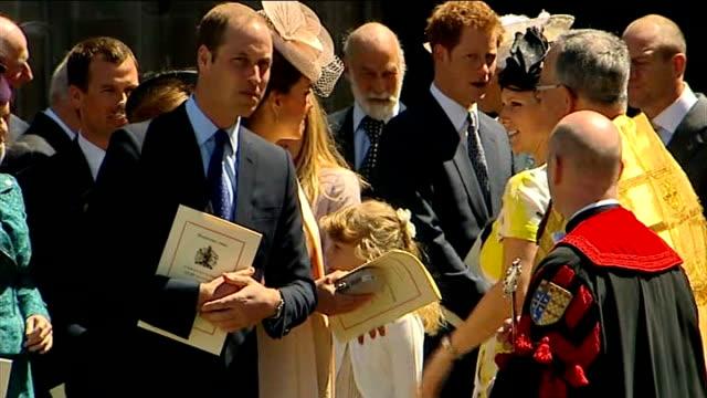 vídeos y material grabado en eventos de stock de prince william has 'indian ancestry' r04061307 / 462013 prince william duke of cambridge and catherine duchess of cambridge chatting to people... - servicio religioso