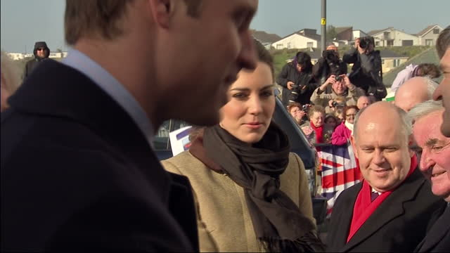 prince william kate middleton meeting and greeting rnli members they are carrying out their first official joint engagement in north wales prince... - råmaterial bildbanksvideor och videomaterial från bakom kulisserna
