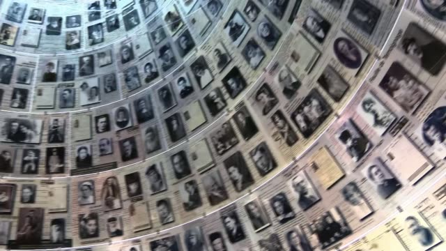 vidéos et rushes de prince william meets israeli president on tour israel jerusalem yad vashem holocaust memorial prince william on tour of museum hall of names... - mémorial