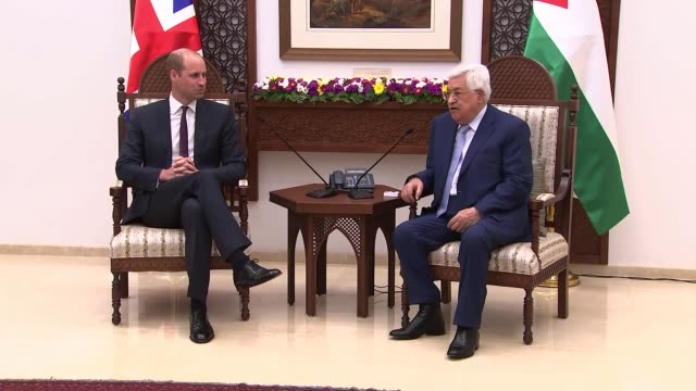 prince william meets palestinian president mahmoud abbas in west bank west bank ramallah photography** prince william duke of cambridge and mahmoud... - herzog von cambridge stock-videos und b-roll-filmmaterial
