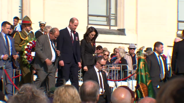 prince william, prime minister jacinda ardern and dignitaries arriving for the anzac day service at auckland war memorial museum, new zealand. - premierminister stock-videos und b-roll-filmmaterial