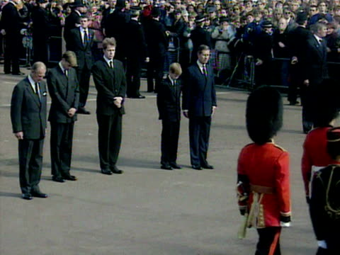 prince william prince harry prince charles prince philip and earl spencer walk behind princess diana's coffin enroute to her funeral - begräbnis stock-videos und b-roll-filmmaterial