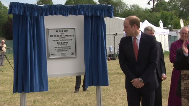 vídeos de stock e filmes b-roll de prince william sitting on one of the jurors 12 bronze chairs created by hew locke and get up to unveil plaque marking event of 800th anniversary of... - magna carta documento histórico