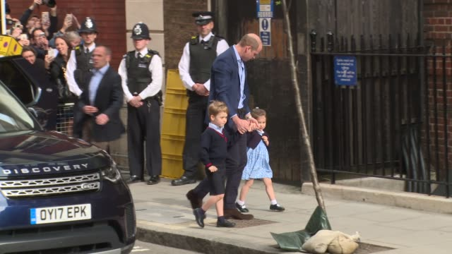 prince william takes prince george and princess charlotte to see their new baby brother at the birth of the duke and duchess of cambridges third baby... - principe persona nobile video stock e b–roll