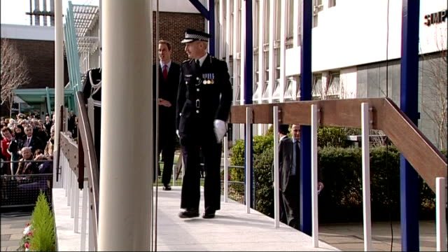 vídeos y material grabado en eventos de stock de prince william visits police training centre; prince william arriving at event and shaking hands with sir paul stephenson and along to take place on... - military recruit