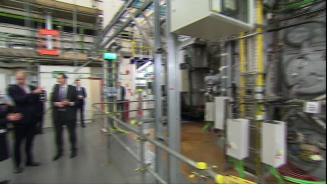 prince william visits uk atomic energy authority; england: oxfordshire: culham science centre: prince william, duke of cambridge being given... - oxfordshire bildbanksvideor och videomaterial från bakom kulisserna