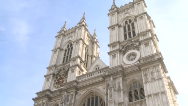 stockvideo's en b-roll-footage met prince william will marry his long-term girlfriend kate middleton at westminster abbey on april 29 next year, st james's palace announced tuesday.... - aankondigingsbericht