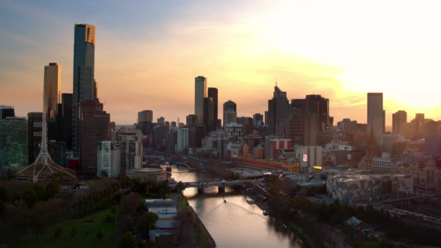princes bridge, southbank, yarra river, central business district, melbourne, victoria, australia - antenna aerial stock videos & royalty-free footage