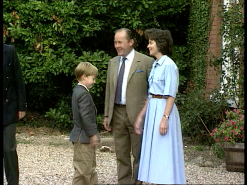 princes call for end to mourning as harry starts at eton lib ext diana and charles standing with william and harry as toddlers on harry's first day... - 1日目点の映像素材/bロール
