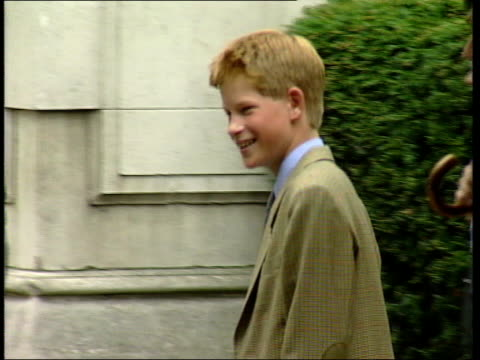 princes collection 2; r02099804 2.9.98 prince harry arriving at eton for first day of school england: berks: eton: crowds & press waiting as cars... - first day of school stock videos & royalty-free footage