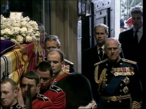princes collection 3 t09040204 london westminster abbey prince william and prince harry amongst other members of royal family following coffin into... - abbey monastery stock videos & royalty-free footage