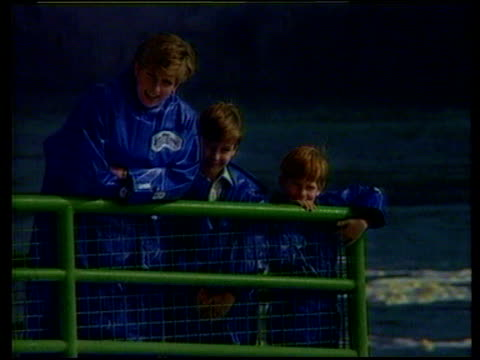 princes collection 3 t27109105 princess diana takes boys to niagara falls niagara falls diana princess of wales with prince harry prince william in... - cascate del niagara video stock e b–roll
