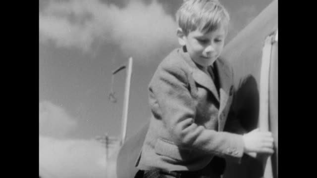 """princess alice, duchess of gloucester, with sons prince richard & prince william walking toward john cobb's speedboat, """"crusader"""" / close up of... - the crusades stock videos & royalty-free footage"""