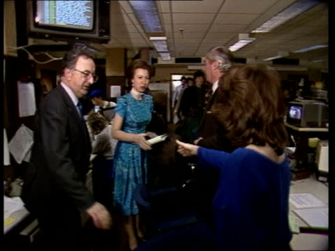 princess anne at itn; england: london: itn: ext at night princess anne from car and greeted by lord buxton , outside itn int vtr editing suite l-r as... - bericht film und fernsehen stock-videos und b-roll-filmmaterial