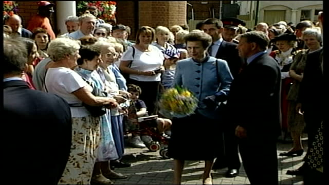princess anne attends 400th anniversary celebrations of gloucester green market; itn england: oxford: gloucester: ext princess anne chatting to man /... - オックスフォードシャー点の映像素材/bロール